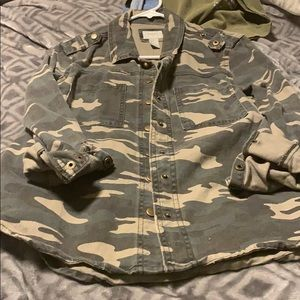 Camo green button down shirt size small